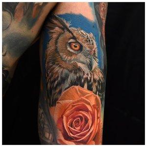 Тату совы с розой на руке