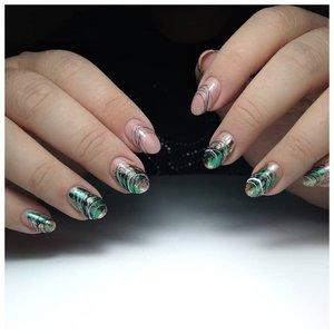 Зеленые ногти с гель-лаком паутинка