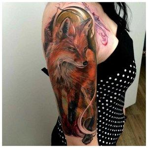 Реалистичная тату лисы на плече