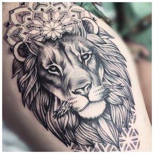 Тату льва на руку