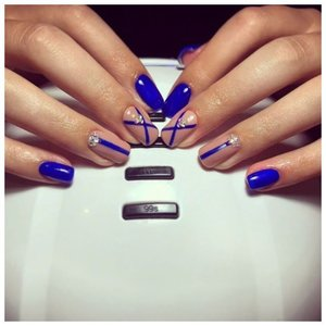 Маникюр синим шеллаком с дизайном