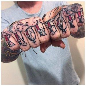 """Тату на пальцах """"Знания - надежда"""""""