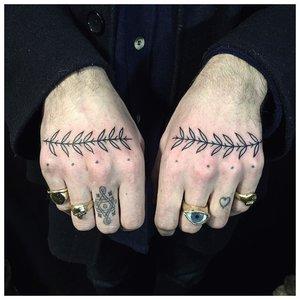 Универсальные тату на пальцах