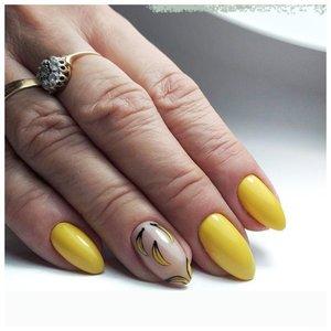 "Желтый маникюр с наклейками ""бананы"""