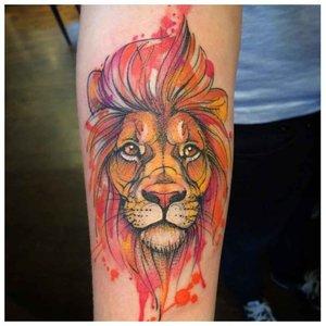 Тату оранжевого льва
