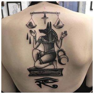 Татуировка Анубиса на женской спине