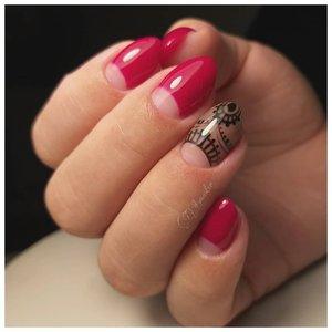 Розовый маникюр с лунками