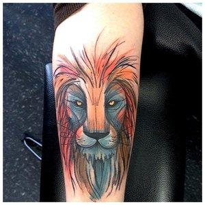 Тату льва в стиле акварели