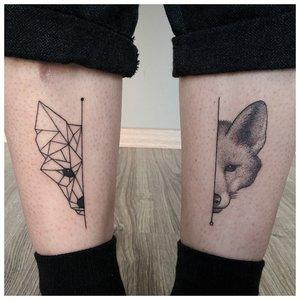 Минималистичная тату лисы на ногах