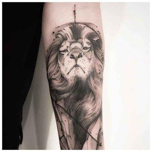 """Тату льва в стиле """"минимализм"""""""