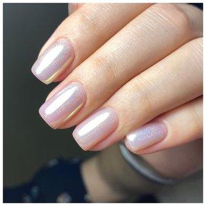 Нежные ногти с жемчужной втиркой