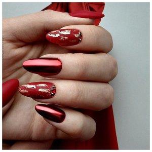 Красные ногти с втиркой