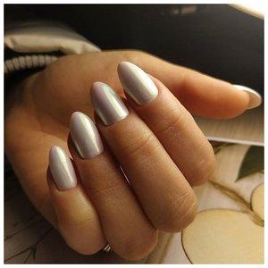 Красивые светлые ногти