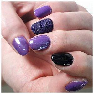 Фиолетовый маникюр с пудрой