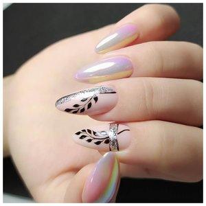 Длинные ногти с жемчужной втиркой и тропическим рисунком