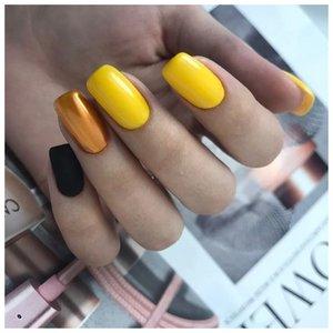 Желтые ногти с втиркой