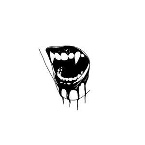 Тату-губы с зубами