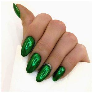 Зеленые металлические ногти