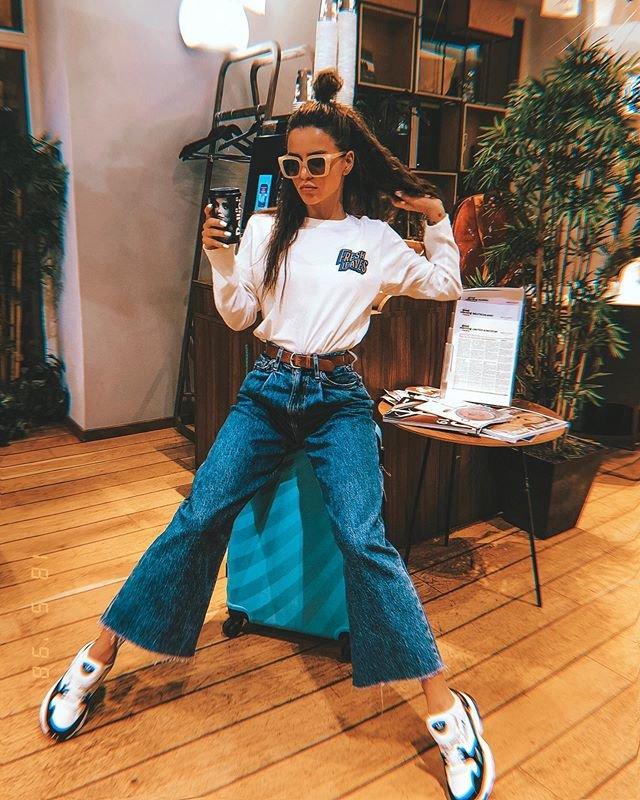 Зиверт в классных джинсах клеш