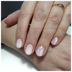 Блестящие белые ногти