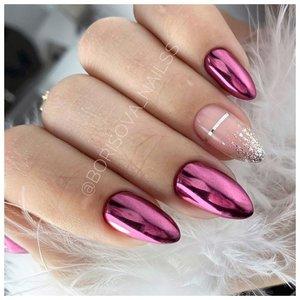 Красивый розовый маникюр с втиркой