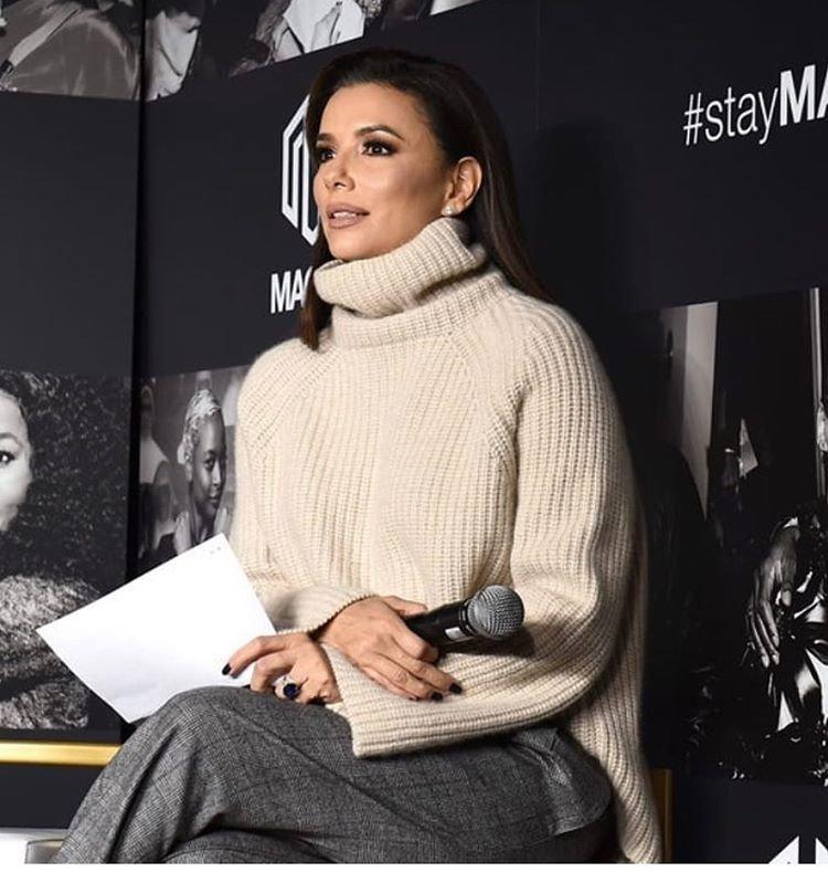 Ева Лонгория в свитере