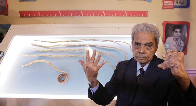 Шридхар Чиллал спилил свои ногти и передал их музею