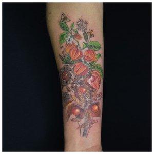 Цветная татуировка на предплечье