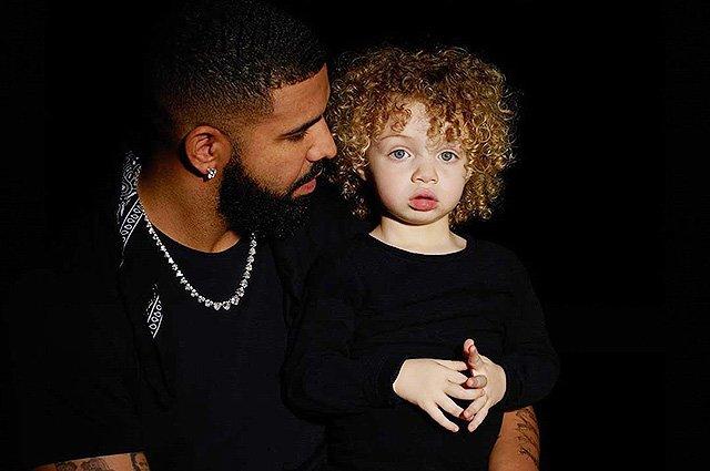 Дрейк с сыном Адонисом, которому 2 года
