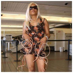 Крис Уолтон в аэропорту
