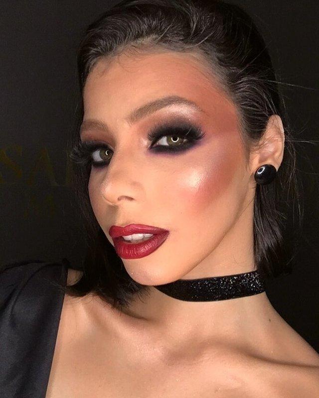 Некрасивый макияж