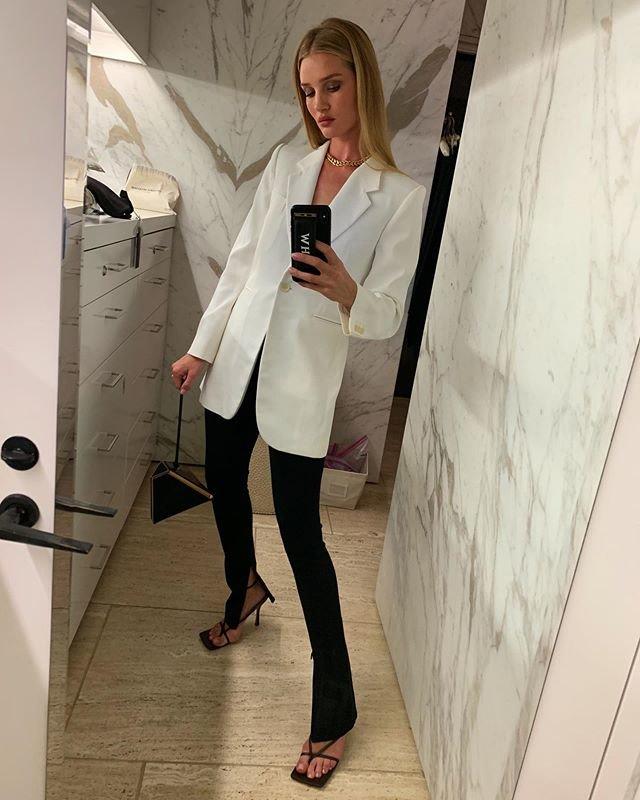 Как красиво носить белый жакет