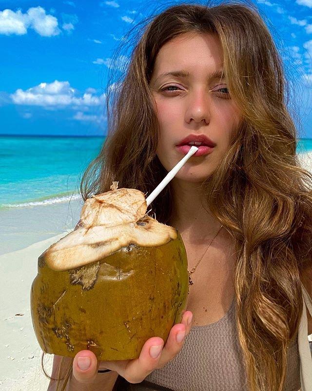 Регина Тодоренко на пляже