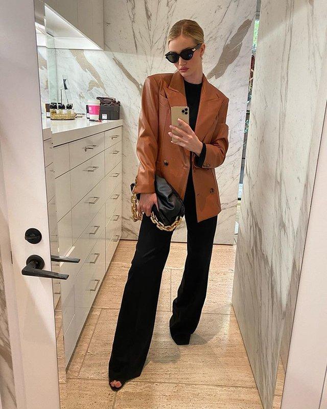С чем носить коричневый пиджак девушке