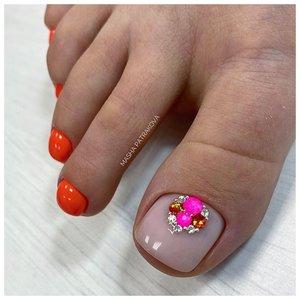Дизайн со стразами для ногтей на ногах