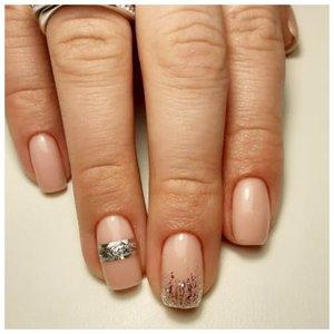 Прозрачные ногти с фольгой