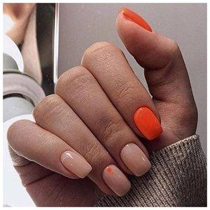 Нюдовые ногти с оранжевым