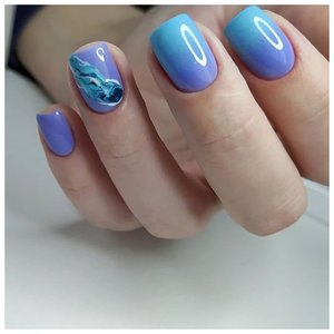 Нежные голубые ногти на лето