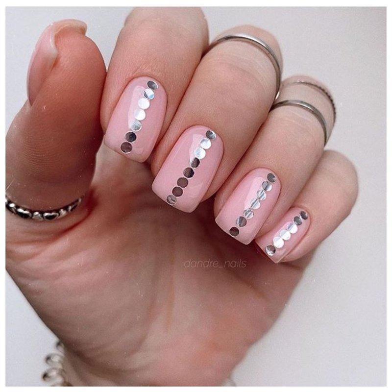 Стильные ногти с серебристым дизайном