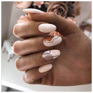 Абстракция на светлых ногтях