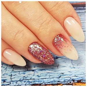 Прозрачные ногти с блестками