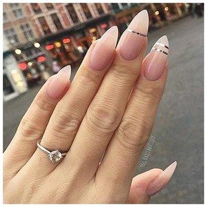 Острые длинные ногти с дизайном