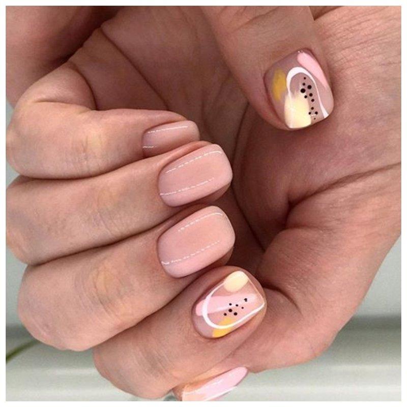 Красивые ногти с дизайном на большом пальце