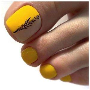 Желтый двухцветный педикюр