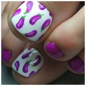 Фиолетовые ногти с баклажанами