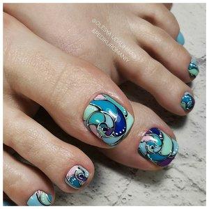 Абстракция на ногтях на ногах