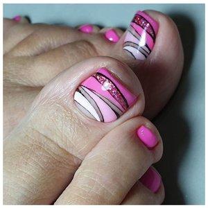 Красивый розовый педикюр