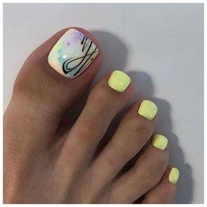 Нежно желтые ногти