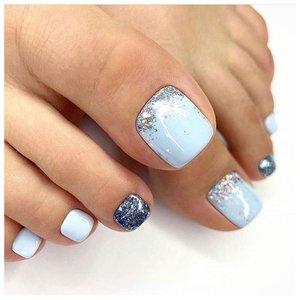 Голубые ногти на ногах