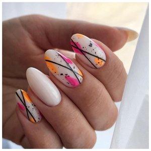 Длинные ногти с дизайном абстракция
